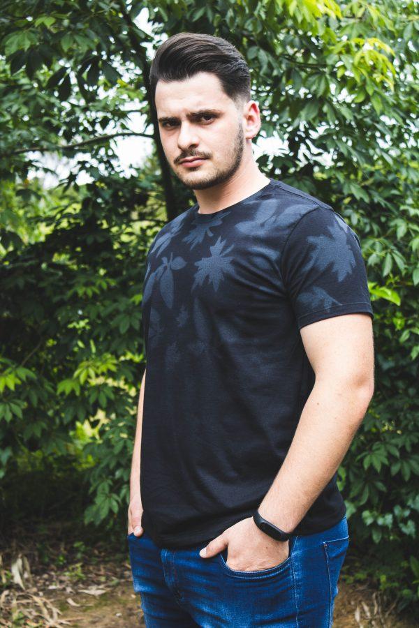 camiseta folhas preta zatom